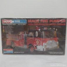 Maquetas: MACK FIRE PUMPER 1/32 MONOGRAM. NUEVO Y COMPLETO. Lote 219216656