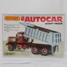 Maquetas: AUTOCAR DUMP TRUCK 1/25 AMT/ MATCHBOX. NUEVO Y COMPLETO.. Lote 277452333