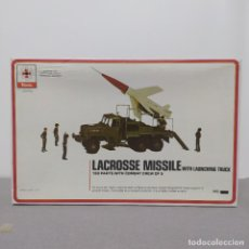 Maquetas: LACROSSE MISSILE WITH LAUNCHING TRUCK RENWAL SCALE 3/8. NUEVO SIN MONTAR.. Lote 222126707