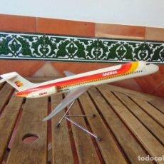 Maquetas: MAQUETA AVION DC- 9/ 87 DE IBERIA, AGENCIA DE VIAJES, FABRICADA POR AIRPLAST, AÑOS 80.. Lote 224998152
