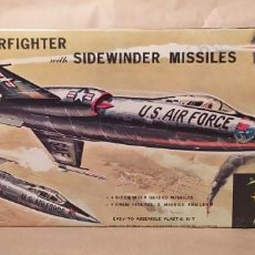 Maquetas: LOCKHEED F-104 STARFIGHTER WITH SIDEWINDER MISSILES REVELL H-199. AÑO 1960. NUEVO. Lote 225049862