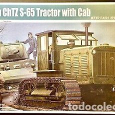 Maquettes: RUSSIAN CHTZ S-65 TRACTOR WITH CAB 1/35 TRUMPETER. Lote 225206990