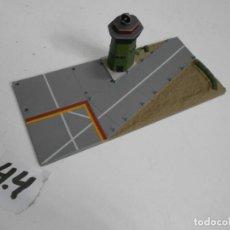 Maquettes: ANTIGUAS PISTA ATERRIZAJE CON TORRE CONTROL MICRO MACHINES MICRO ARMY PARA DIORAMA O SIMILAR. Lote 226573260