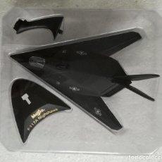 Macchiette: COLECCION AVIONES DE COMBATE, MAISTO: F-117A NIGHTHAWK - NUEVO, EN SU BLISTER SIN ABRIR. Lote 228891370