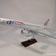 Maquettes: MAQUETA AVIÓN BOEING 737 AIR EUROPA. Lote 234905030