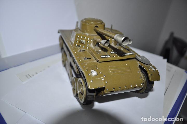 Maquetas: tanque de hojalata tchad, le falta la llave de la cuerda, y la otra pala del lado. muy buen estado. - Foto 2 - 241799375