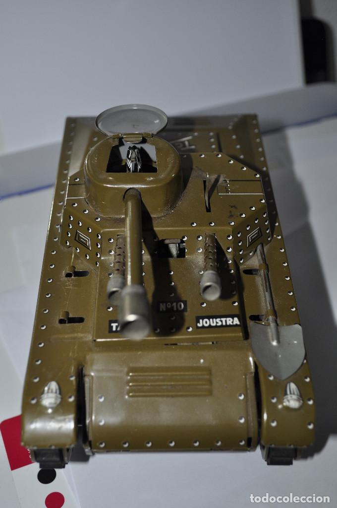 Maquetas: tanque de hojalata tchad, le falta la llave de la cuerda, y la otra pala del lado. muy buen estado. - Foto 5 - 241799375