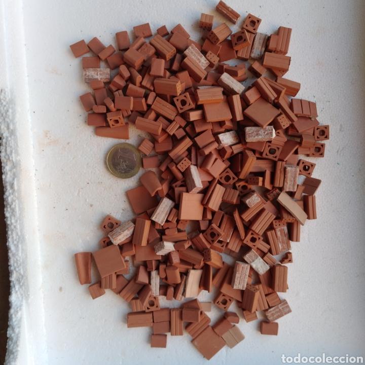 Maquetas: Lote + de 2 kg. tejas tochos accesorios maquetas casas rústicas iglesia vallas pozo arcadas suelos - Foto 9 - 242205415