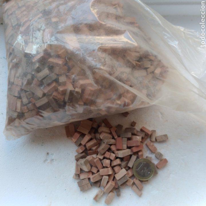 Maquetas: Lote + de 2 kg. tejas tochos accesorios maquetas casas rústicas iglesia vallas pozo arcadas suelos - Foto 3 - 242205415