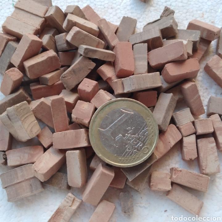 Maquetas: Lote + de 2 kg. tejas tochos accesorios maquetas casas rústicas iglesia vallas pozo arcadas suelos - Foto 2 - 242205415