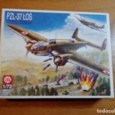 Maquetas: MAQUETA DE AVION PZL - 37 LOS ESCALA 1/72. Lote 244192900