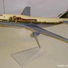 Maquetas: GRAN AVIÓN MAQUETA DE SOBREMESA. BOEING 747. ESCALA 1/200. AEROLÍNEAS SAUDIA. ARABIA SAUDI. 35CM.. Lote 244936590