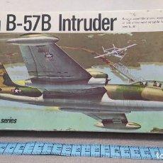 Maquetas: MARTIN B-57B INTRUDER REVELL AÑO 68. NUEVO Y COMPLETO. Lote 247187935
