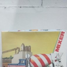 Maquettes: MACK DM 800 REX ERTL MIXER 1/25 SCALE. Lote 248700970