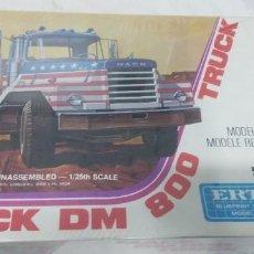 Maquettes: MACK DM 800 TRUCK ERTL SCALE 1/25. Lote 249543325
