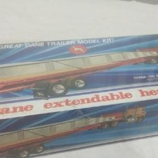 Maquettes: GREAT DANE EXTENDABLE HEAVY DUTY FLATBED TRAILER ERTL 1/25. Lote 250140315
