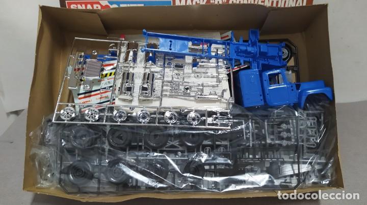 Maquetas: Mack R conventional and fruehauf tanker 1/32 Monogram. Nuevo bolsa precintado. - Foto 3 - 267750984