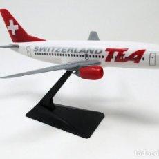 Maquetas: BOEING 737/300 DE LA CÍA. AÉREA TEA SWITZERLAND DE SUIZA. 19 CM DE LARGO.. Lote 267902284