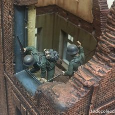 Maquetas: 2 FIGURAS TAMIYA SOLDADOS ALEMANES 2ª GM FIGURES GERMAN SOLDIERS WWII 1/35 MONTADAS Y PINTADAS. Lote 288728173