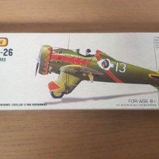 Maquetas: MAQUETA AVION DE USA MODELO BOEING P-26 DE AVIATOR RUBBER POWERED MODEL AIRCRAFT. Lote 293990463