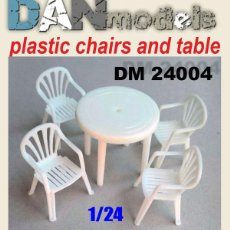 Maquetas: DAN MODELS - MESA Y SILLAS DE PLASTICO 1/24 24004. Lote 295296088