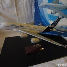 Maquetas: MAQUETA AIRBUS A380 ESCALA 1:200 FABRICADA EN RESINA (REGALO DE EMPRESA AIRBUS SAS). Lote 295552623