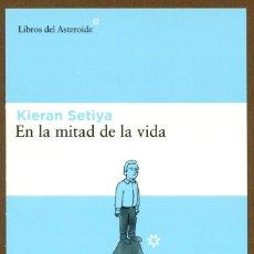 Coleccionismo Marcapáginas: MARCAPAGINAS POSTAL LIBROS DEL ASTEROIDE EN LA MITAD DE LA VIDA. Lote 244876860