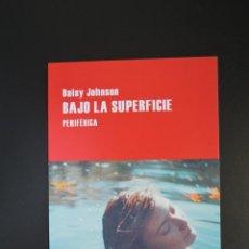 Coleccionismo Marcapáginas: MARCAPÁGINAS TAMAÑO POSTAL - PERIFÉRICA - BAJO LA SUPERFICIE - DAISY HOHNSON. Lote 257481610