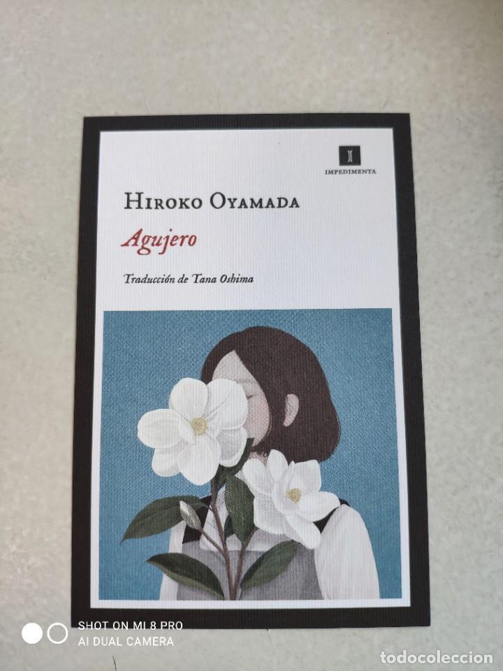 MARCAPÁGINAS - TAMAÑO POSTAL - IMPEDIMENTA - AGUJERO - HIROKO OYAMADA (Coleccionismo - Marcapáginas)
