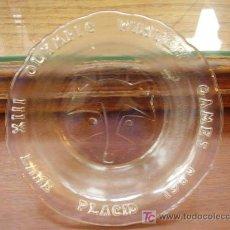 Coleccionismo deportivo: PLATO EN VIDRIO CONMEMORATIVO XIII OLYMPIC WINTER GAMES 1980 LAKE PLACID. Lote 19193608