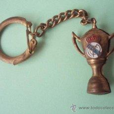 Coleccionismo deportivo: ANTIGUO LLAVERO DEL R.MADRID BIEN CONSERVADO. Lote 28945873
