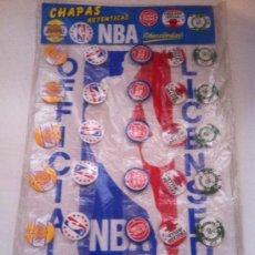 Coleccionismo deportivo: ANTIGUO EXPOSITOR DE CHAPAS NBA. 30 CHAPAS AUTENTICAS.. Lote 40012412