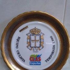 Coleccionismo deportivo: CICLISMO DIFICIL PLATO ORO DE LEY CLAS CAJASTUR EQUIPO CICLISTA TEMPORADA 1990 . Lote 44327774