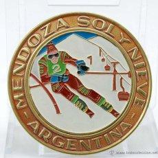 Coleccionismo deportivo: CHAPA ESMALTE MENDOZA SOL Y NIEVE ARGENTINA AÑOS 40 50. Lote 44759207