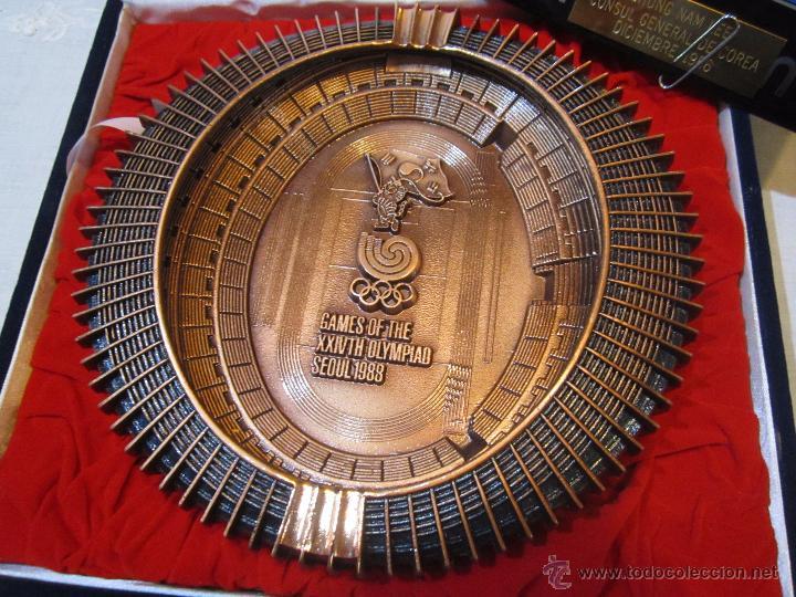 Coleccionismo deportivo: Rebajado Cenicero de bronce de las Olimpiadas Seul 1988. Gran pieza. Con su estuche. - Foto 2 - 50146669