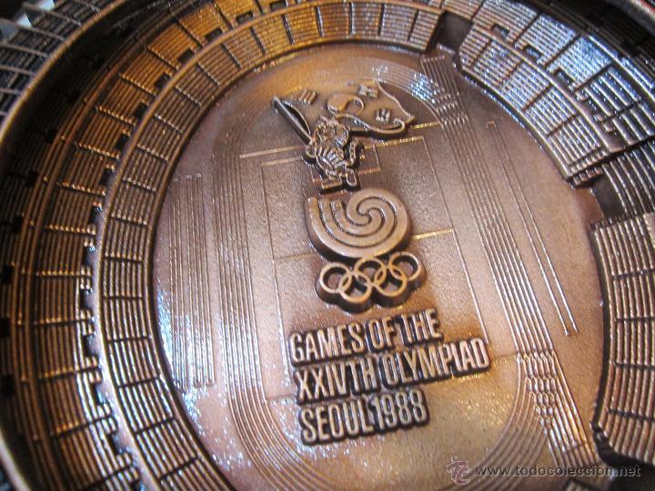Coleccionismo deportivo: Rebajado Cenicero de bronce de las Olimpiadas Seul 1988. Gran pieza. Con su estuche. - Foto 6 - 50146669