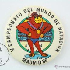 Colecionismo desportivo: CHAPA DEL V CAMPEONATO DEL MUNDO DE NATACIÓN - MADRID 86 - MASCOTA - MEDIDAS 5,5 CM DIÁM. Lote 54178479