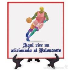 Coleccionismo deportivo: AZULEJO 20X20 AQUI VIVE UN AFICIONADO AL BALONCESTO. Lote 58639795