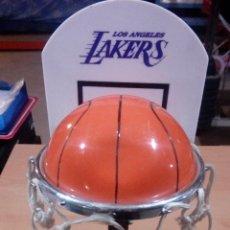 Coleccionismo deportivo: LAMPARA LOS ANGELES LAKERS -AÑOS 80 - FUNCIONANDO - COMPLETA. Lote 68530609