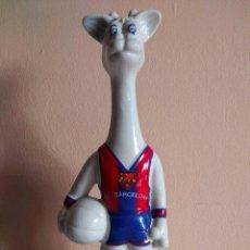 Coleccionismo deportivo: MASCOTA, JIRAFA DEL FUTBOL CLUB BARCELONA DE BALONCESTO. Lote 81357116