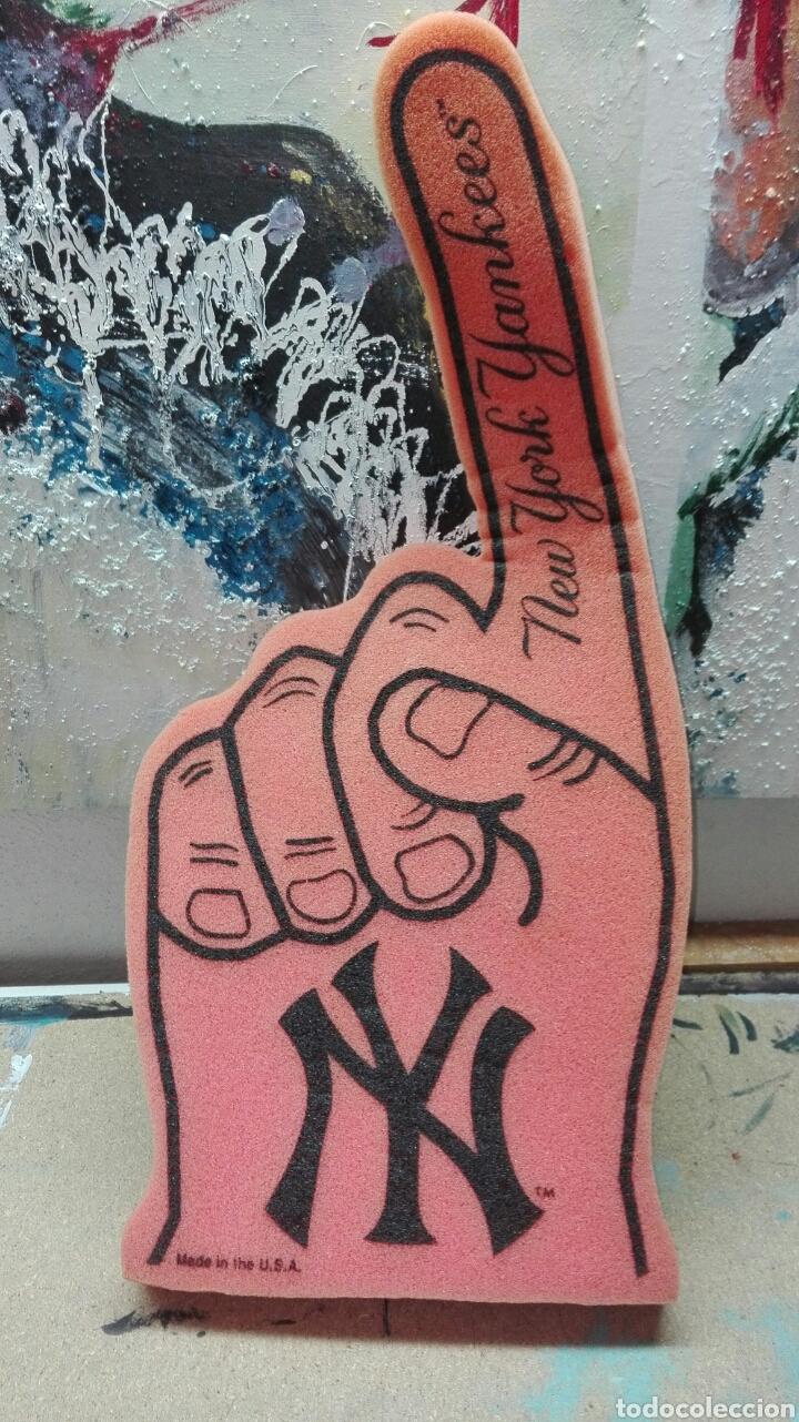 MANO ANIMACION PILLOW HAND NEW YORK YANKEES DEL 2010 (Coleccionismo Deportivo - Merchandising y Mascotas - Otros deportes)