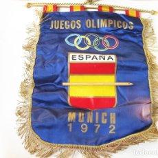 Colecionismo desportivo: GRAN BANDERIN DE LA COMISION ESPAÑOLA EN LAS OLIMPIADAS DE MUNICH 1972 - ESCUDO DE ESPAÑA AL DORSO. Lote 111273887