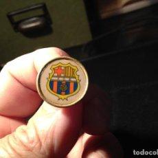 Coleccionismo deportivo: ANTIGUO PIN DEL FUTBOL CLUB FC BARCELONA F.C BARCA CF RARO. Lote 111929819
