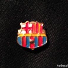Coleccionismo deportivo: ANTIGUO PIN DEL FUTBOL CLUB FC BARCELONA F.C BARCA CF RARO. Lote 111929903
