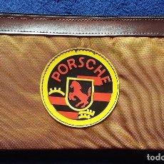 Coleccionismo deportivo: PORSCHE ESTUCHE DE NYLON, PORTATODO CON CREMALLERA AÑOS 80. Lote 115401503