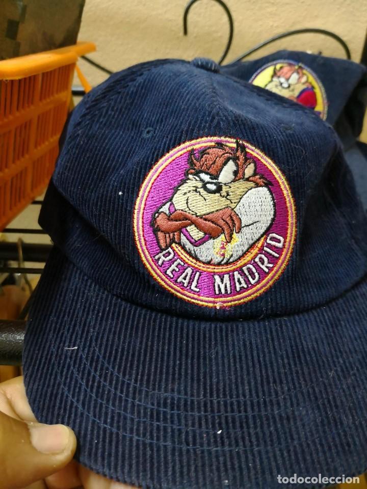 Coleccionismo deportivo: gorra pana real madrid oficial looney - Foto 2 - 119589927
