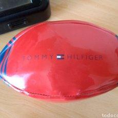 Coleccionismo deportivo: **PEQUEÑO BALÓN DE RUGBY, PUBLICIDAD DE, --- TOMMY HILFIGER --- (28/11 CM)**. Lote 122915840