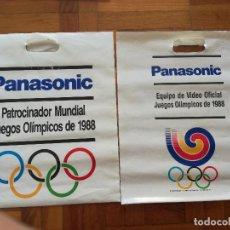 Coleccionismo deportivo: PAREJA DE BOLSAS PLASTICO PANASONIC PATROCINADOR MUNDIAL DE LOS JUEGOS OLIMPICOS 1988. Lote 125466231