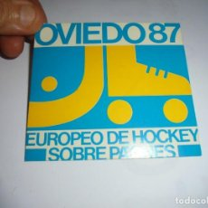 Coleccionismo deportivo: ANTIGUA PEGATINA OVIEDO 87 EUROPEO DE HOCKEY SOBRE PATINES. Lote 130204583