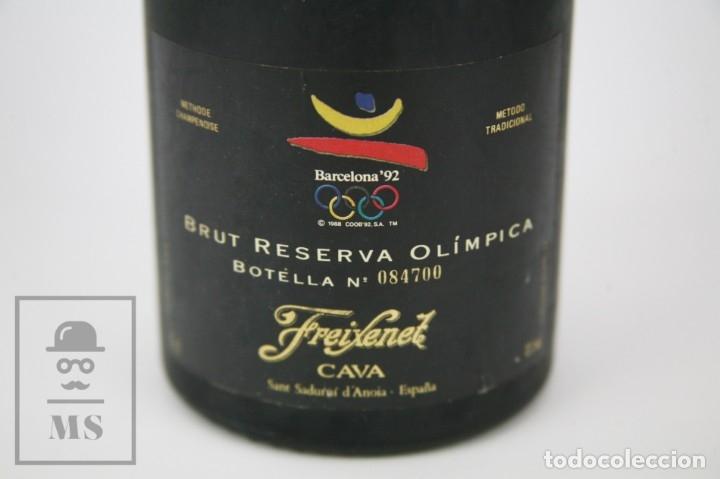 Coleccionismo deportivo: Botella con Placa de Cobi Freixenet - Cava Brut Reserva Olímpica 1986 - Olimpiadas Barcelona 92 - Foto 2 - 107003839